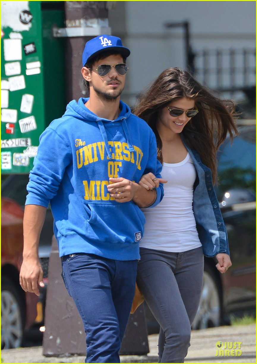 taylor lautner marie avgeropoulos romantic walk in nyc 04