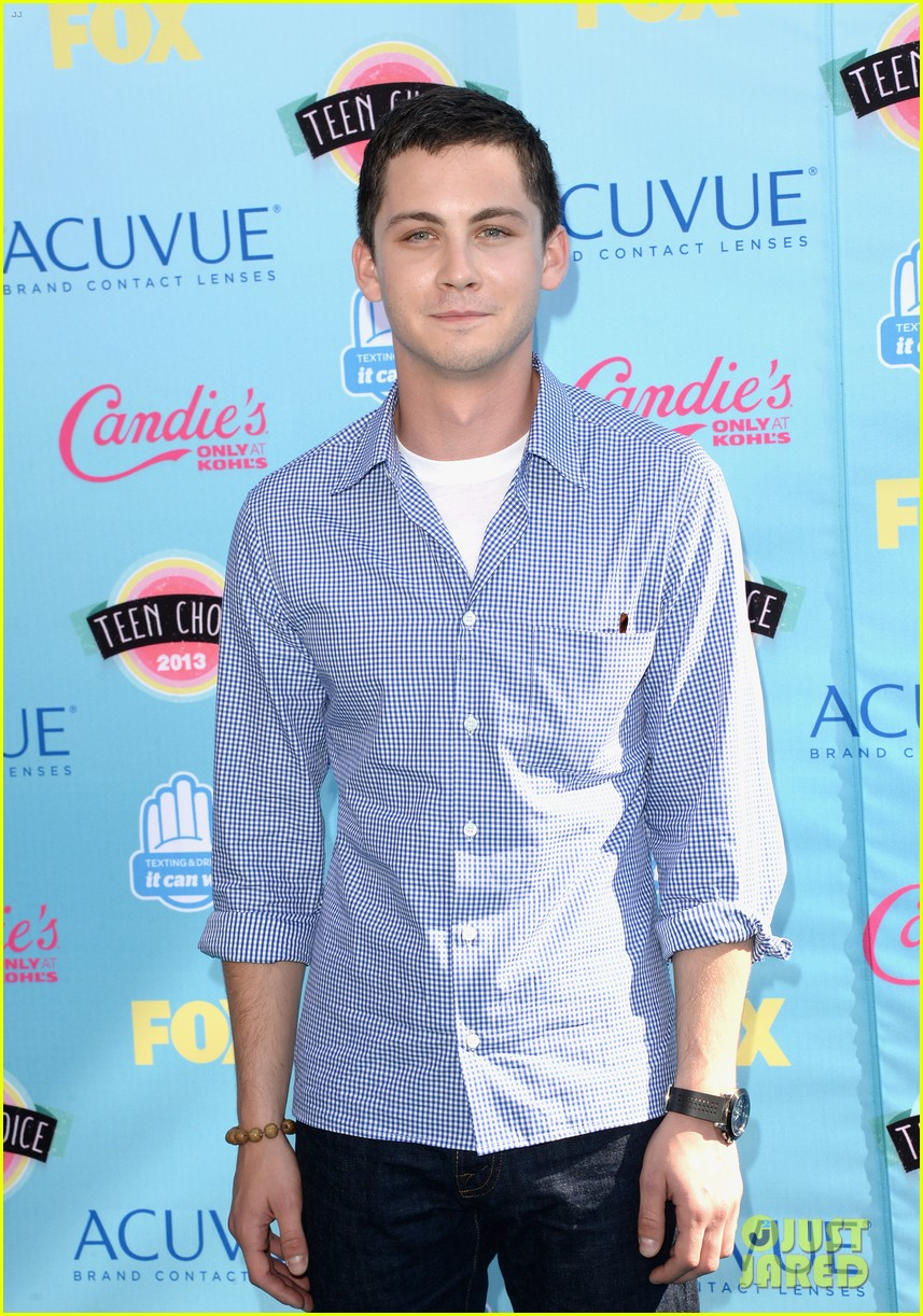 logan lerman alexandra daddario teen choice awards 2013 09