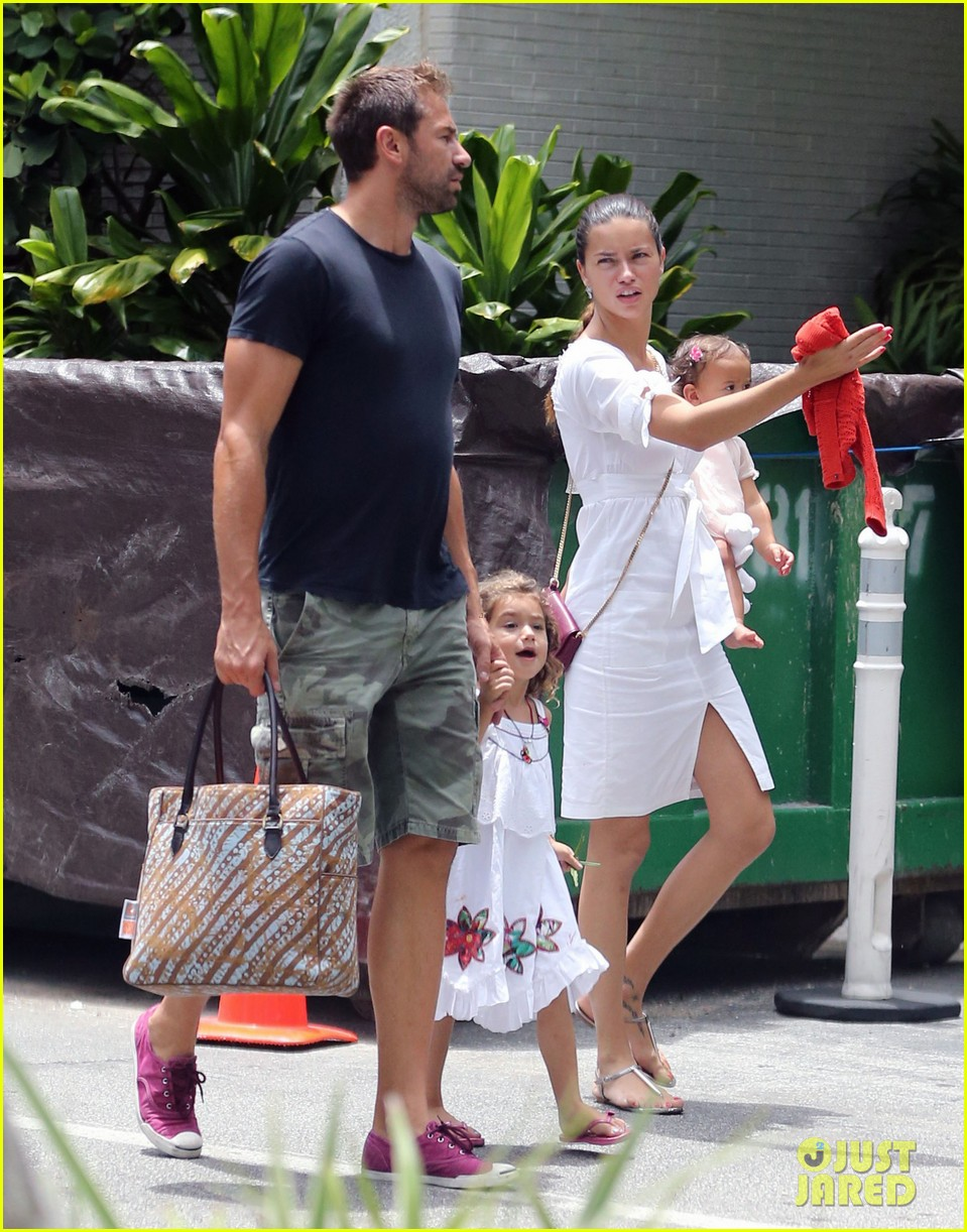 adriana lima spends relaxation day with her family 01
