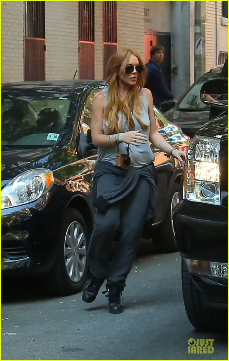 lindsay lohan moves into new nyc apartment 012924971