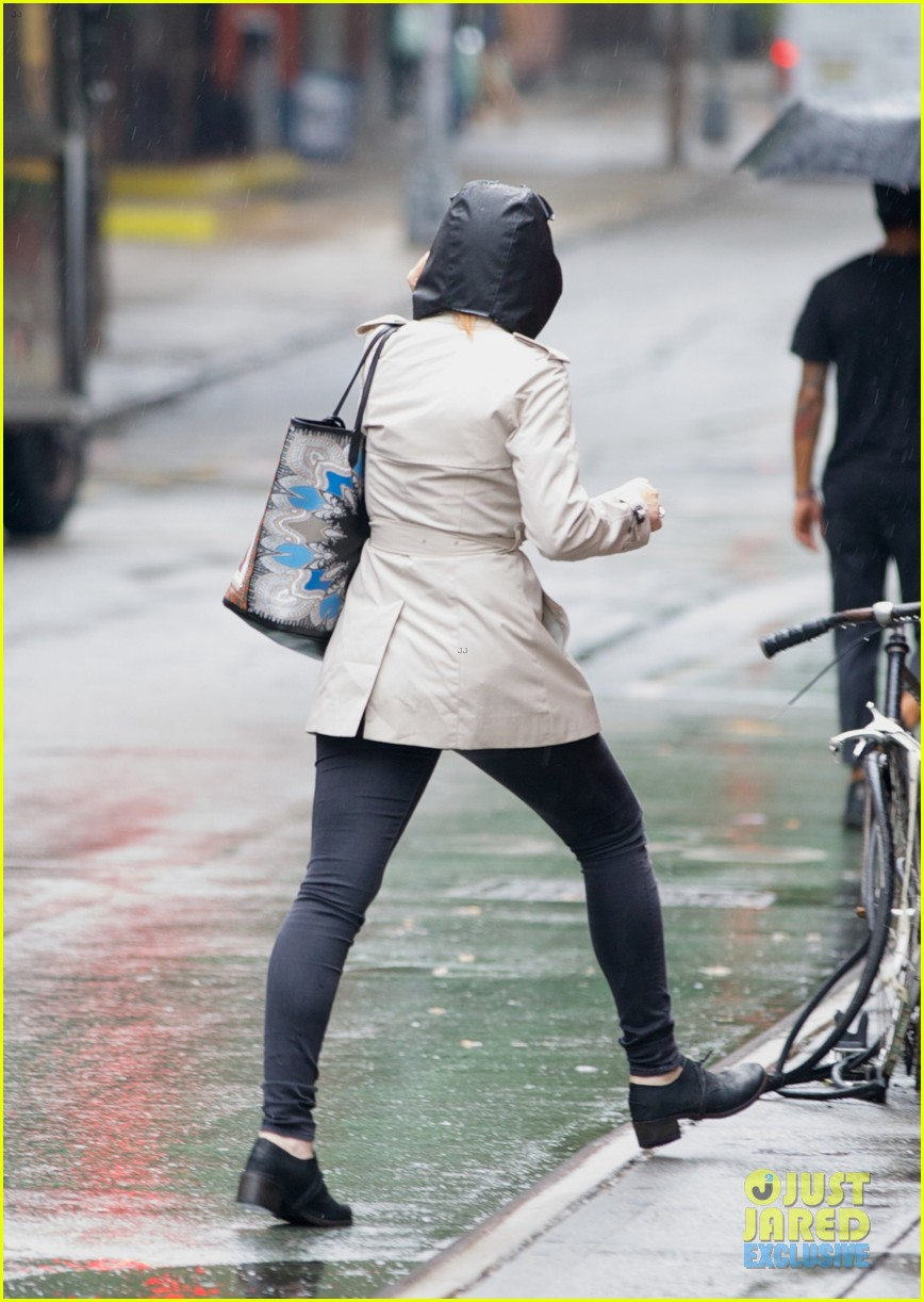 lindsay lohan bundles up on rainy day in new york city 11
