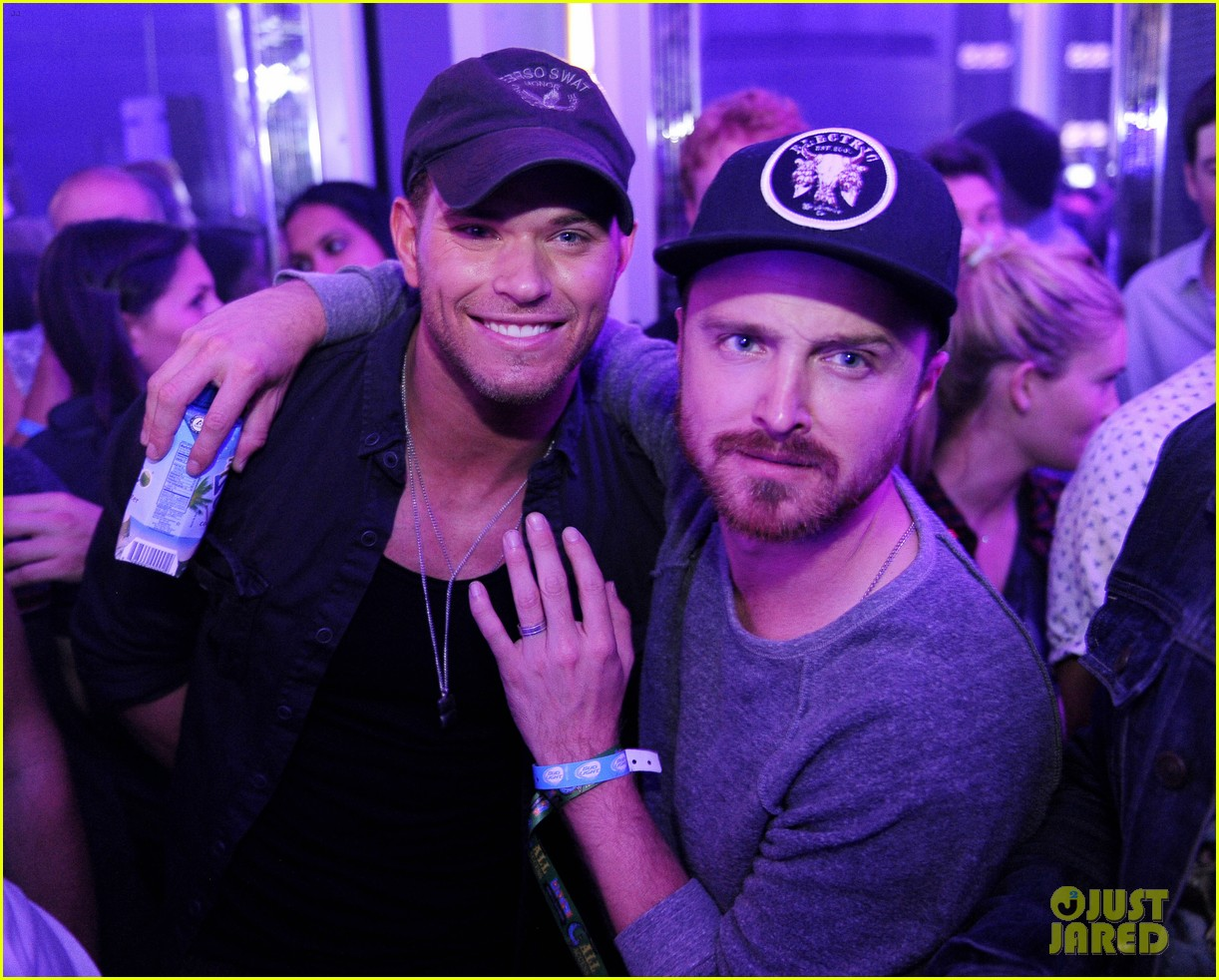 kellan lutz aaron paul lollapalooza party people 02