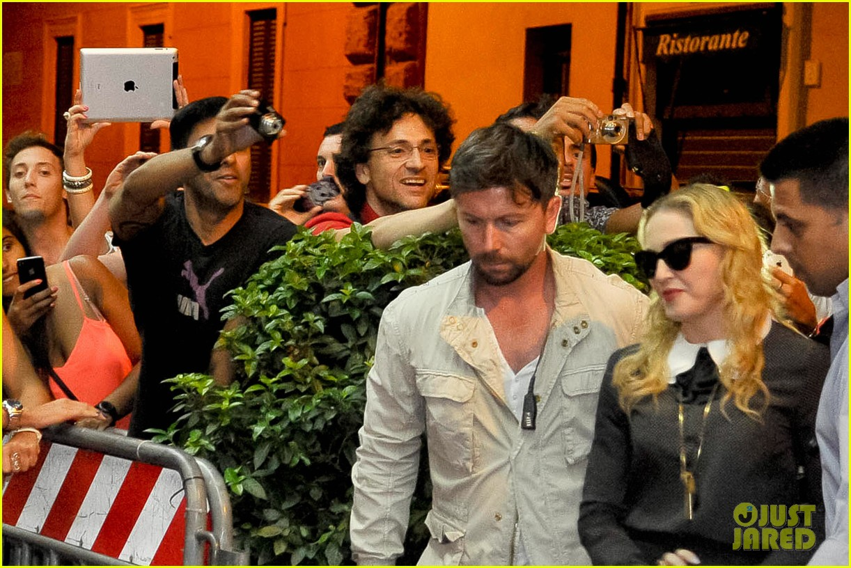 madonna hard candy fitness center visit in rome 03