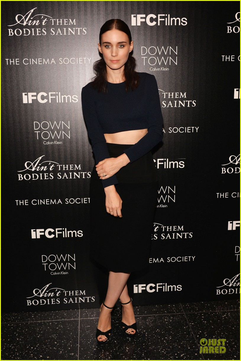 rooney mara bares midriff at aint them bodies saints screening 01