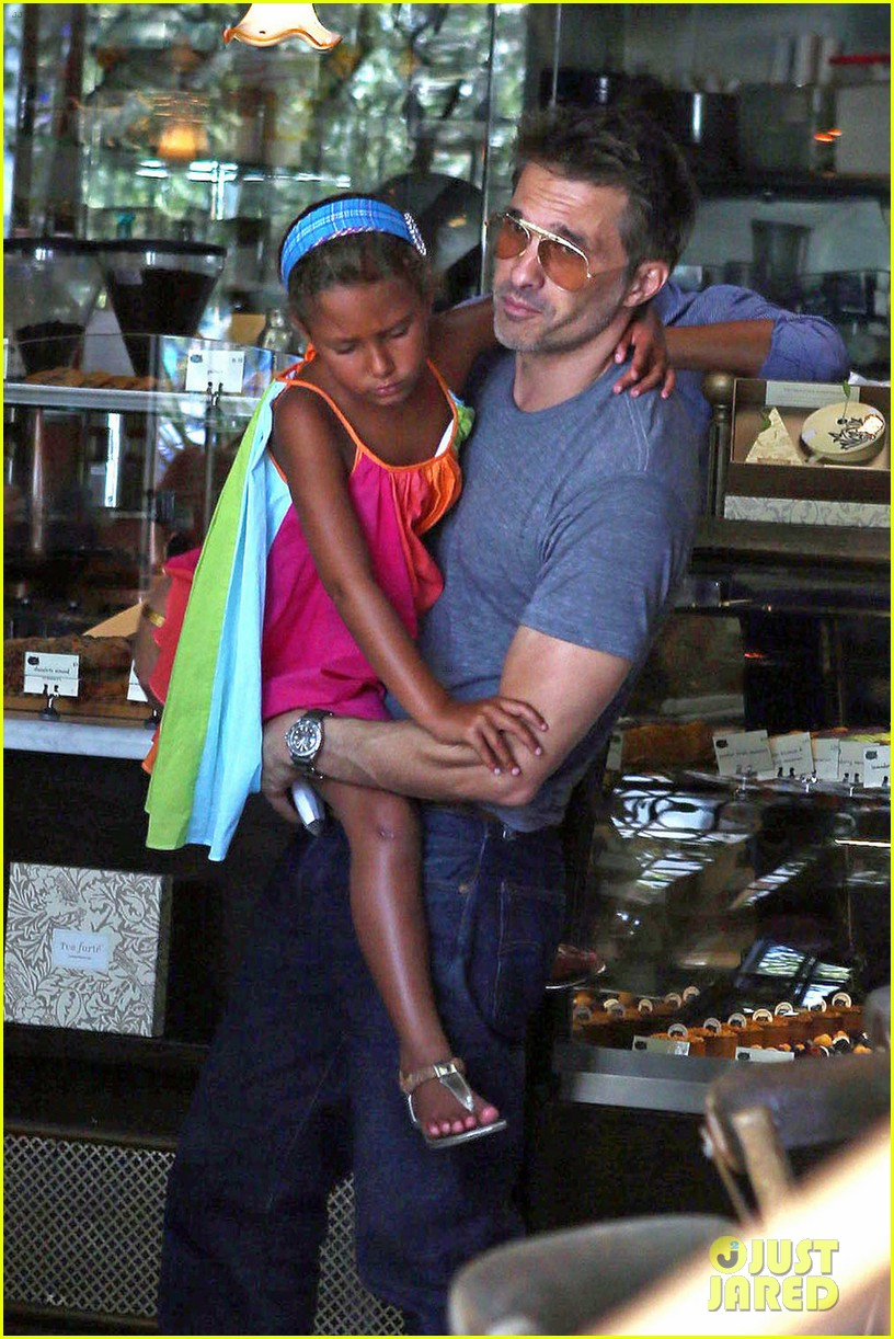 olivier martinez halle berry b day cake shopping with nahla 05