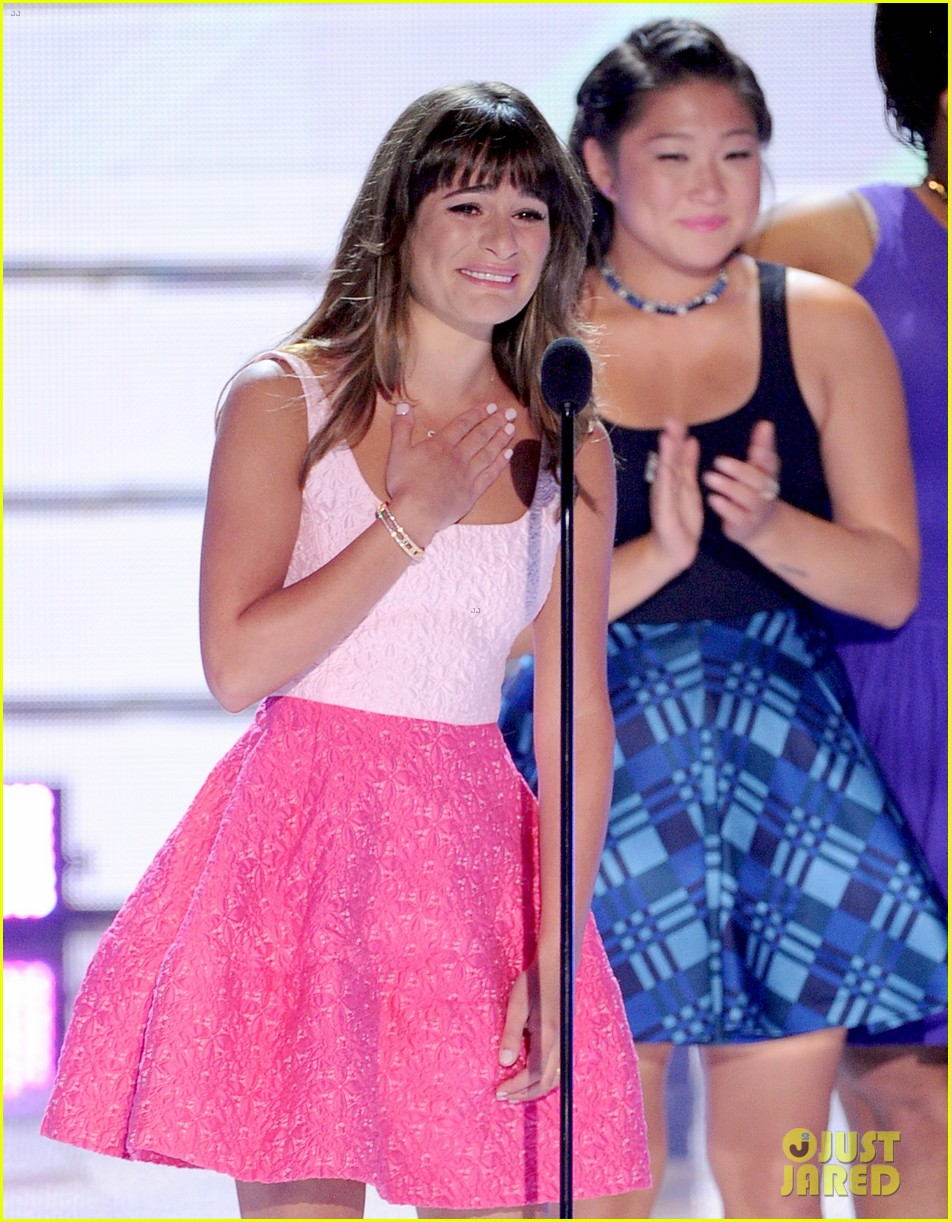 lea michele dedicates teen choice award to cory monteith 022928040