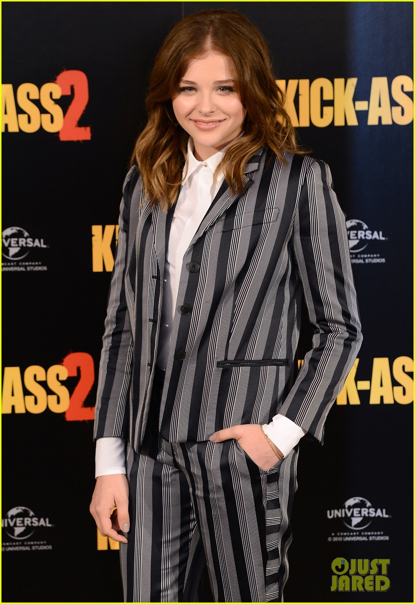 chloe moretz christopher mintz plasse kick ass 2 london photo call 10