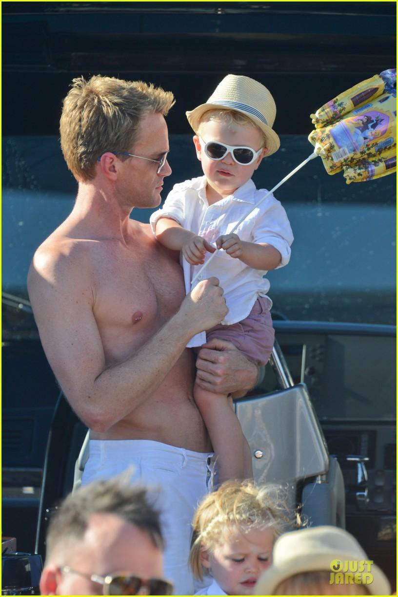 neil patrick harris shirtless vacation with david burtka twins 06