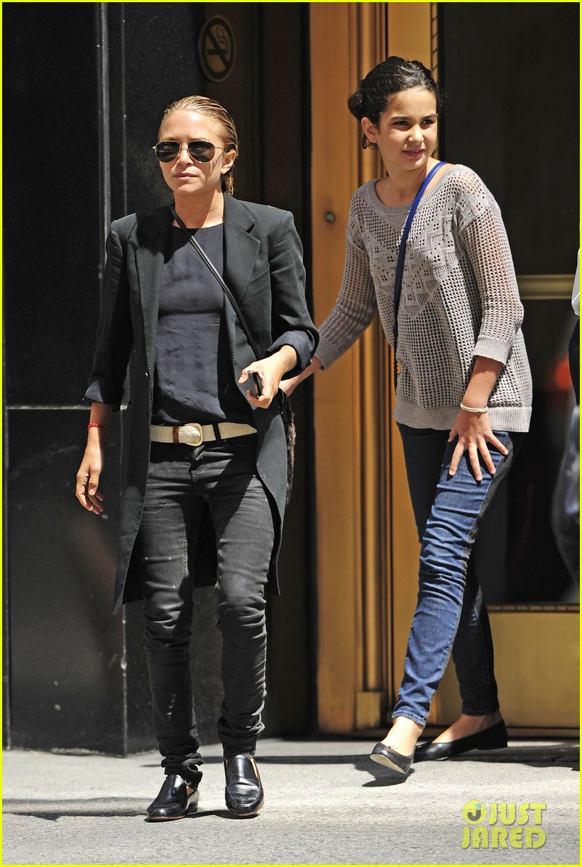 mary kate olsen hangs with olivier sarkozy daughter 032931237