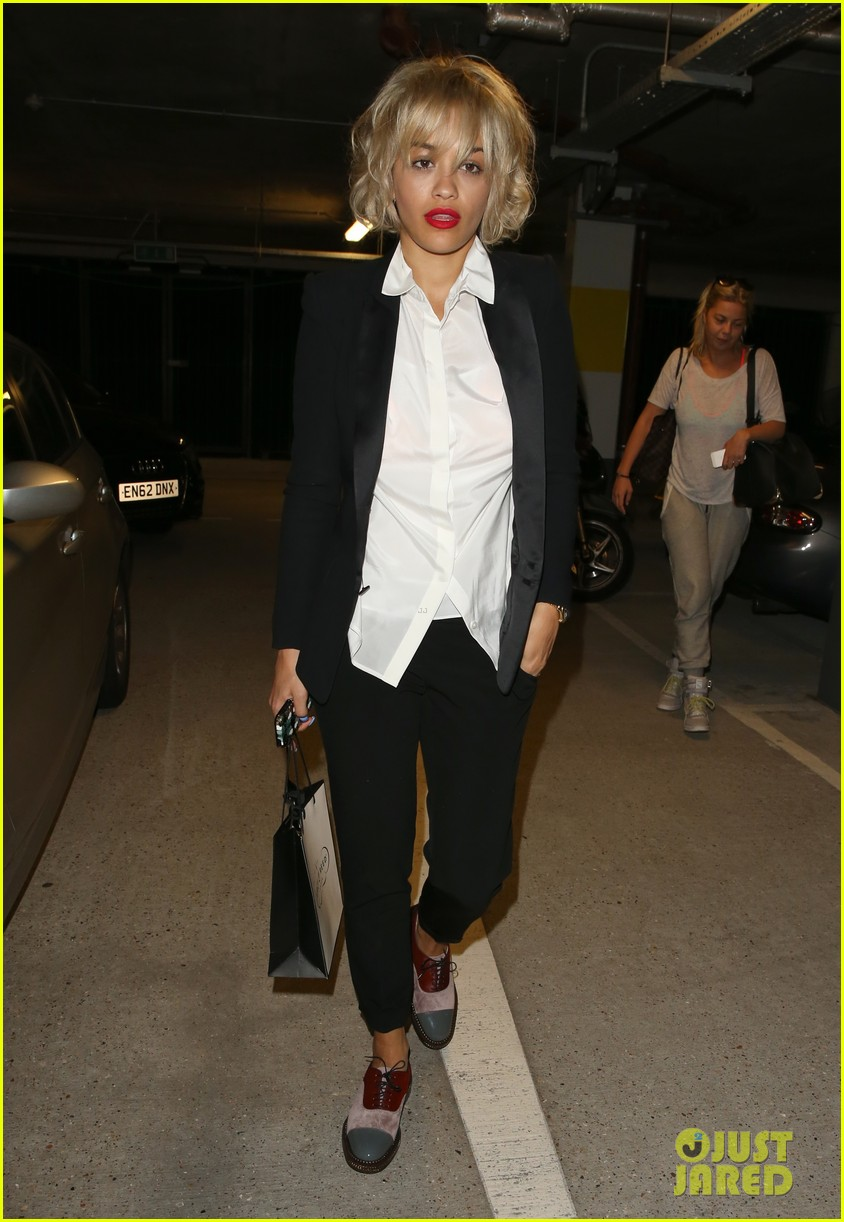 rita ora shows off new short hairdo at percy reed salon 01
