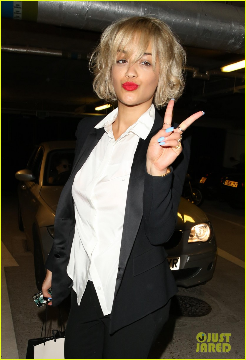 rita ora shows off new short hairdo at percy reed salon 13