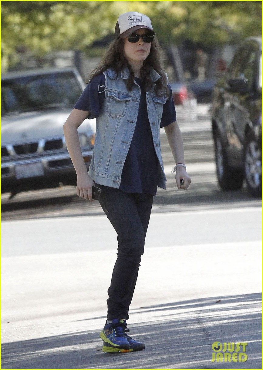 ellen page grocery shops after caution tape day 032926594