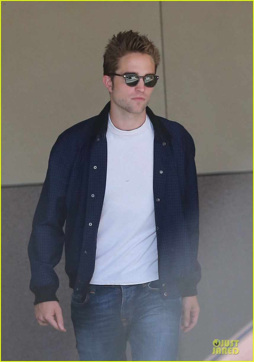 robert pattinson cool office building exit 042931586