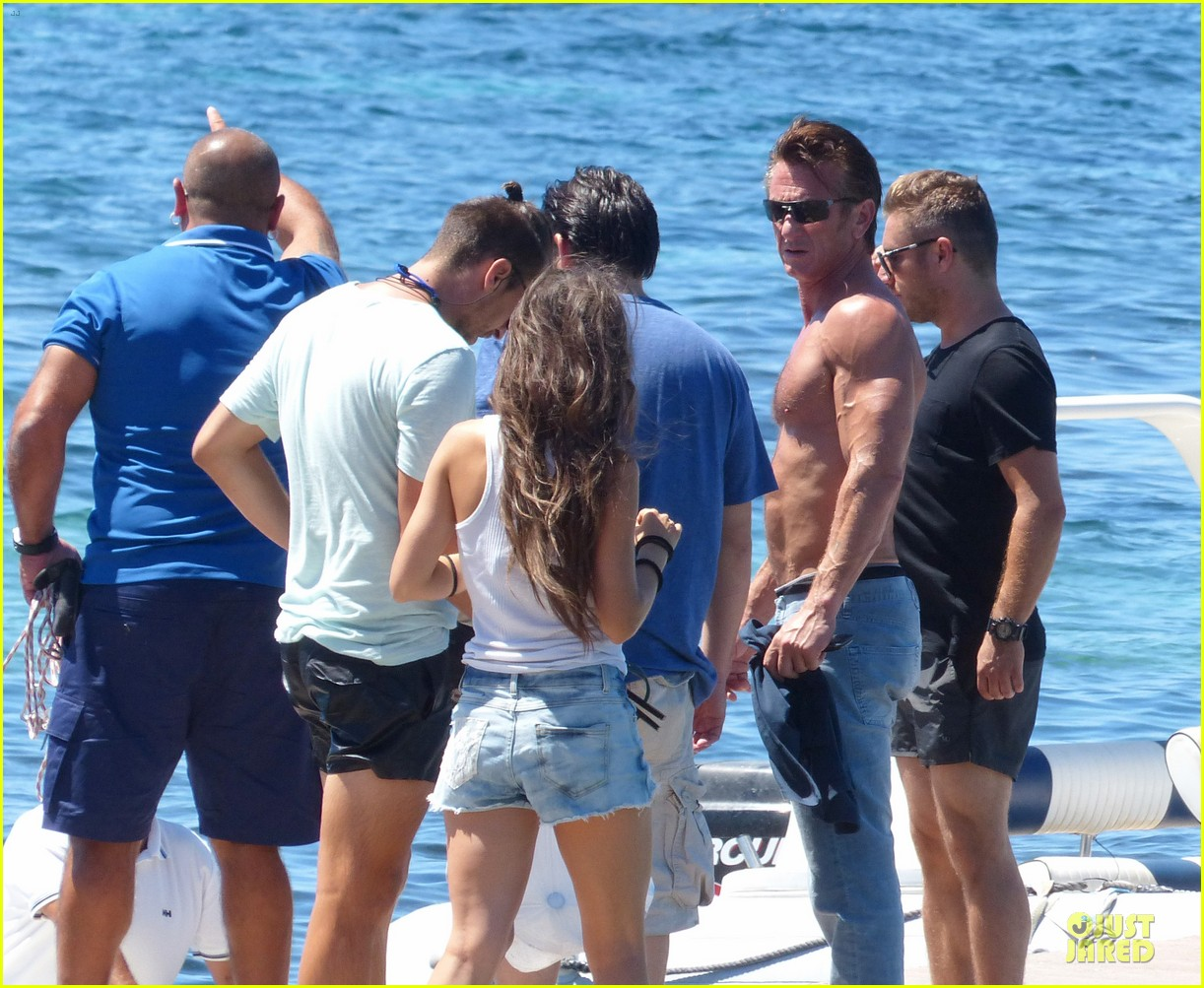 sean penn shirtless ripped on ibiza vacation 082928334