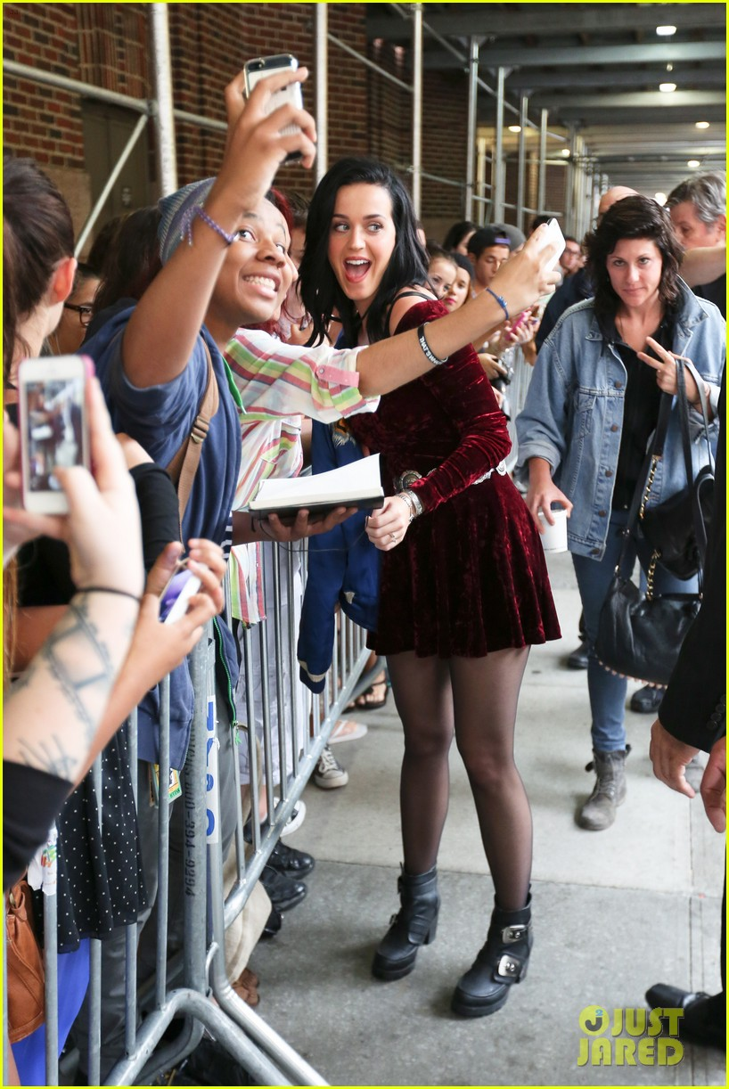 katy perry roars in new york city for z100 visit 232928545
