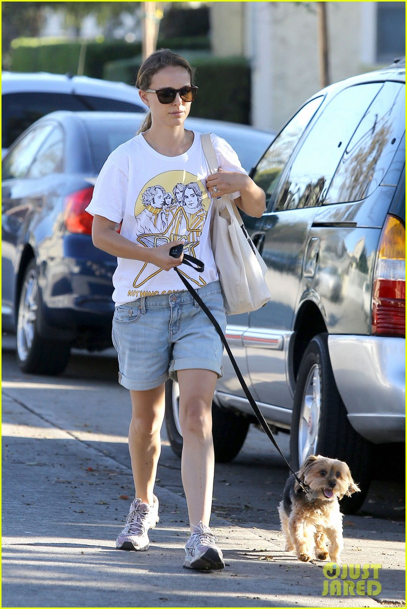 natalie portman wears big star band tee to walk whiz 01