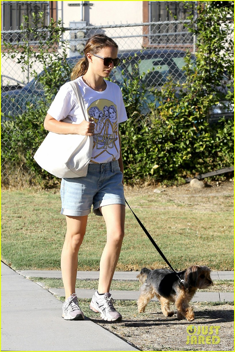natalie portman wears big star band tee to walk whiz 05