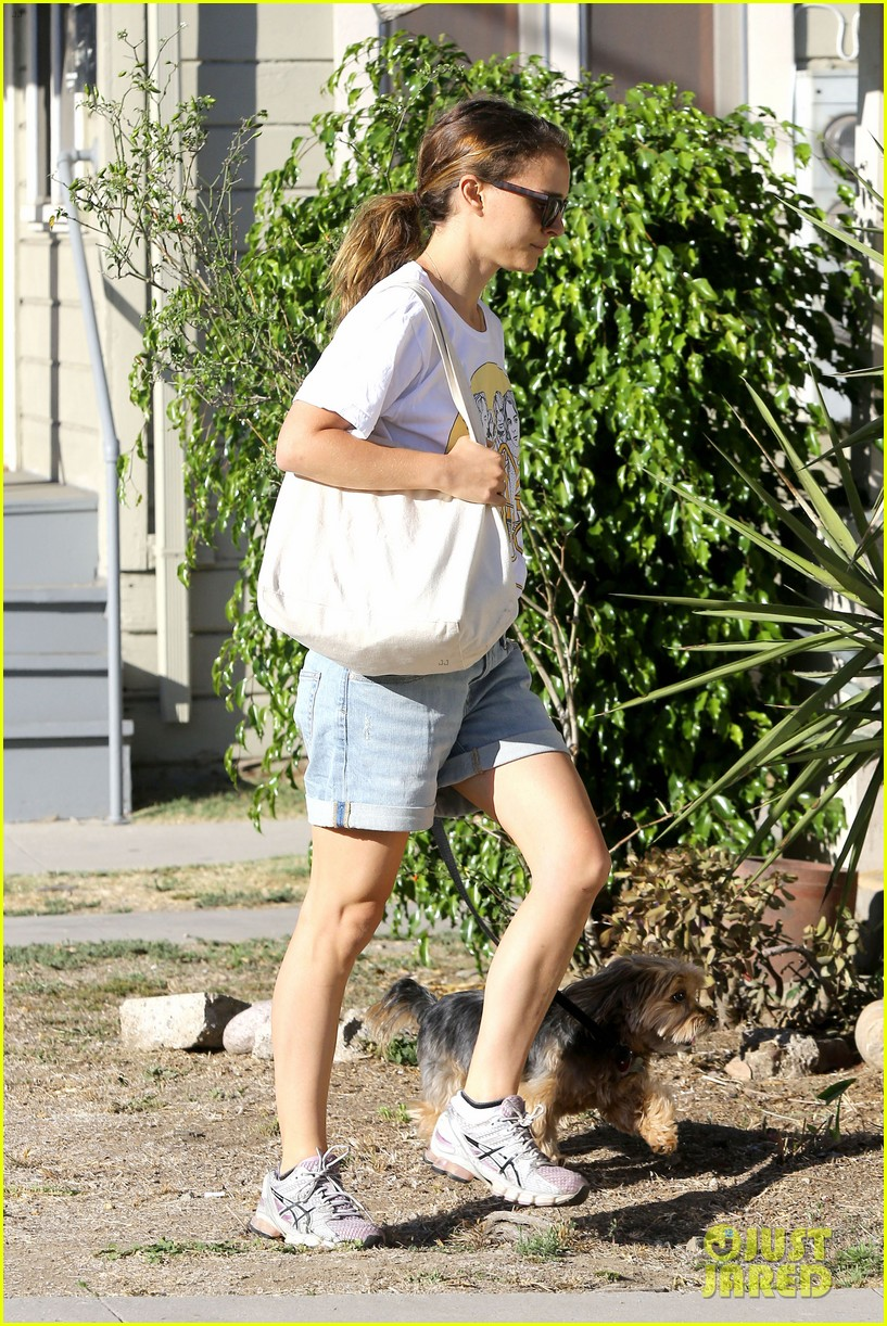 natalie portman wears big star band tee to walk whiz 062932401