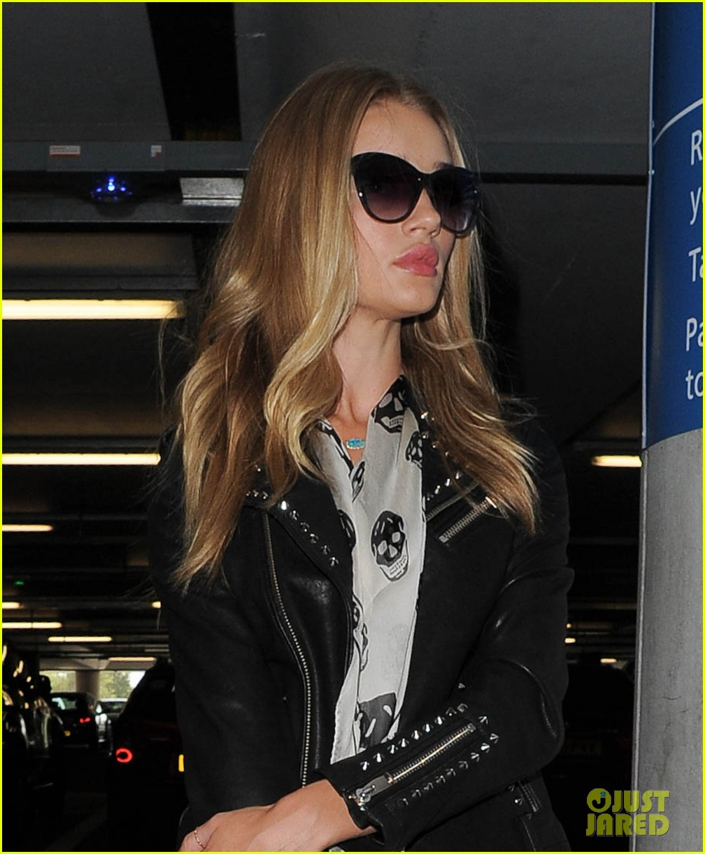 rosie huntington whiteley jason statham land in london 022927868