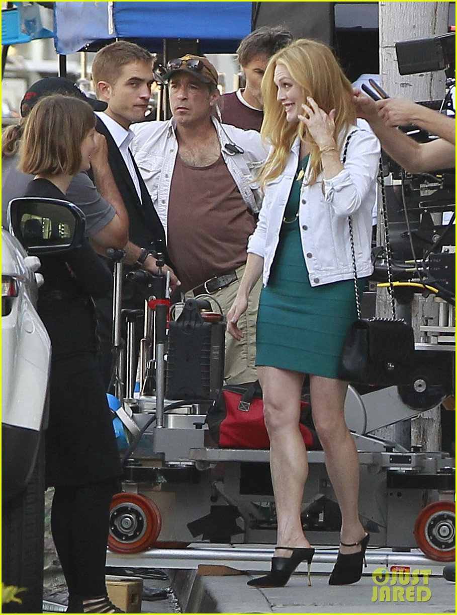 robert pattinson suits up for maps to the stars with julianne moore 122932868