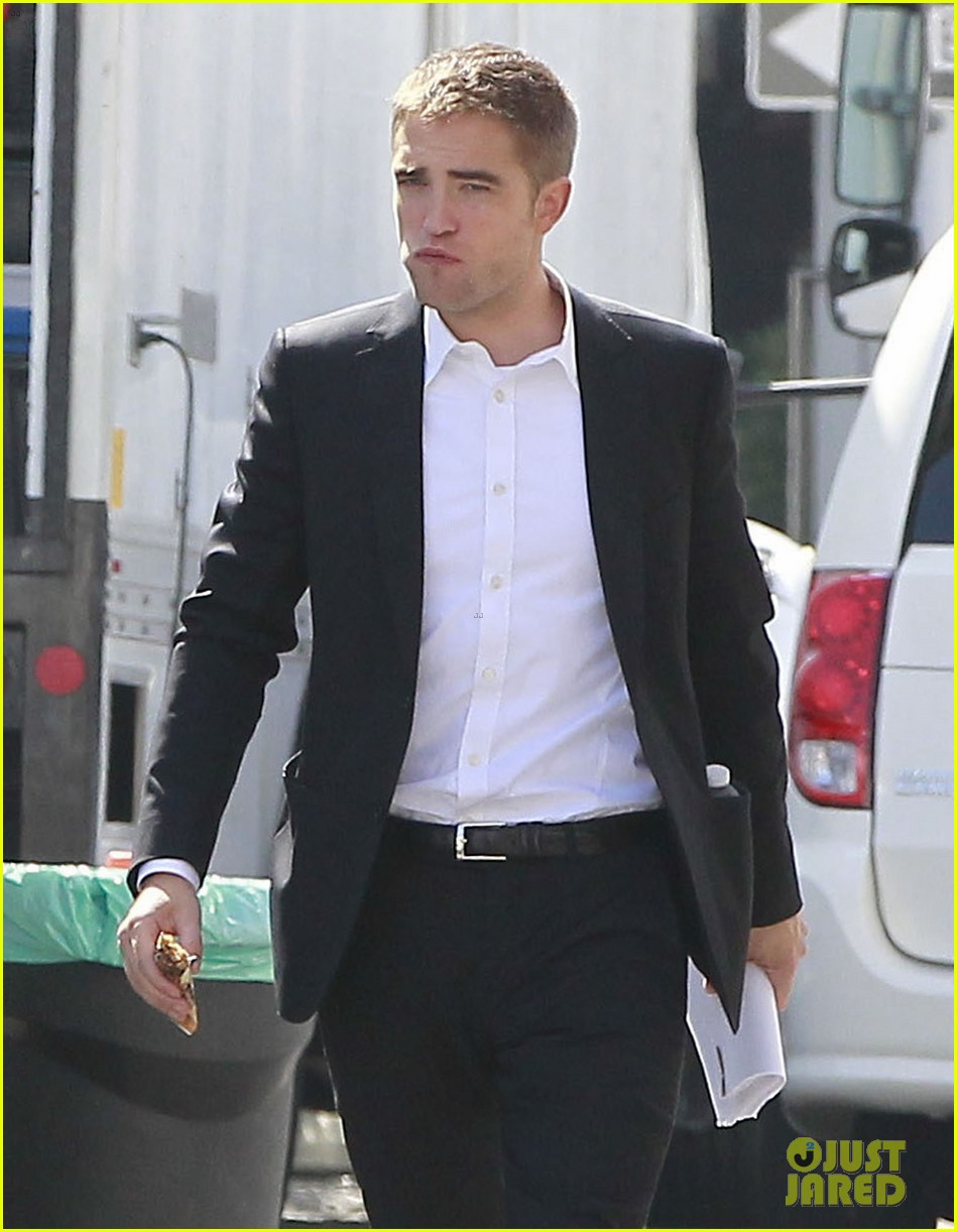 robert pattinson suits up for maps to the stars with julianne moore 312932887