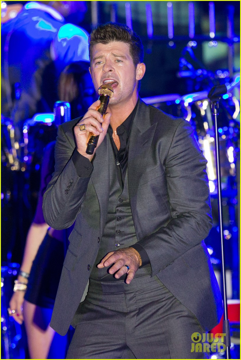 robin thicke files lawsuit to protect blurred lines 022932770