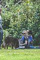 amanda seyfried justin long hang out with finn the dog 07
