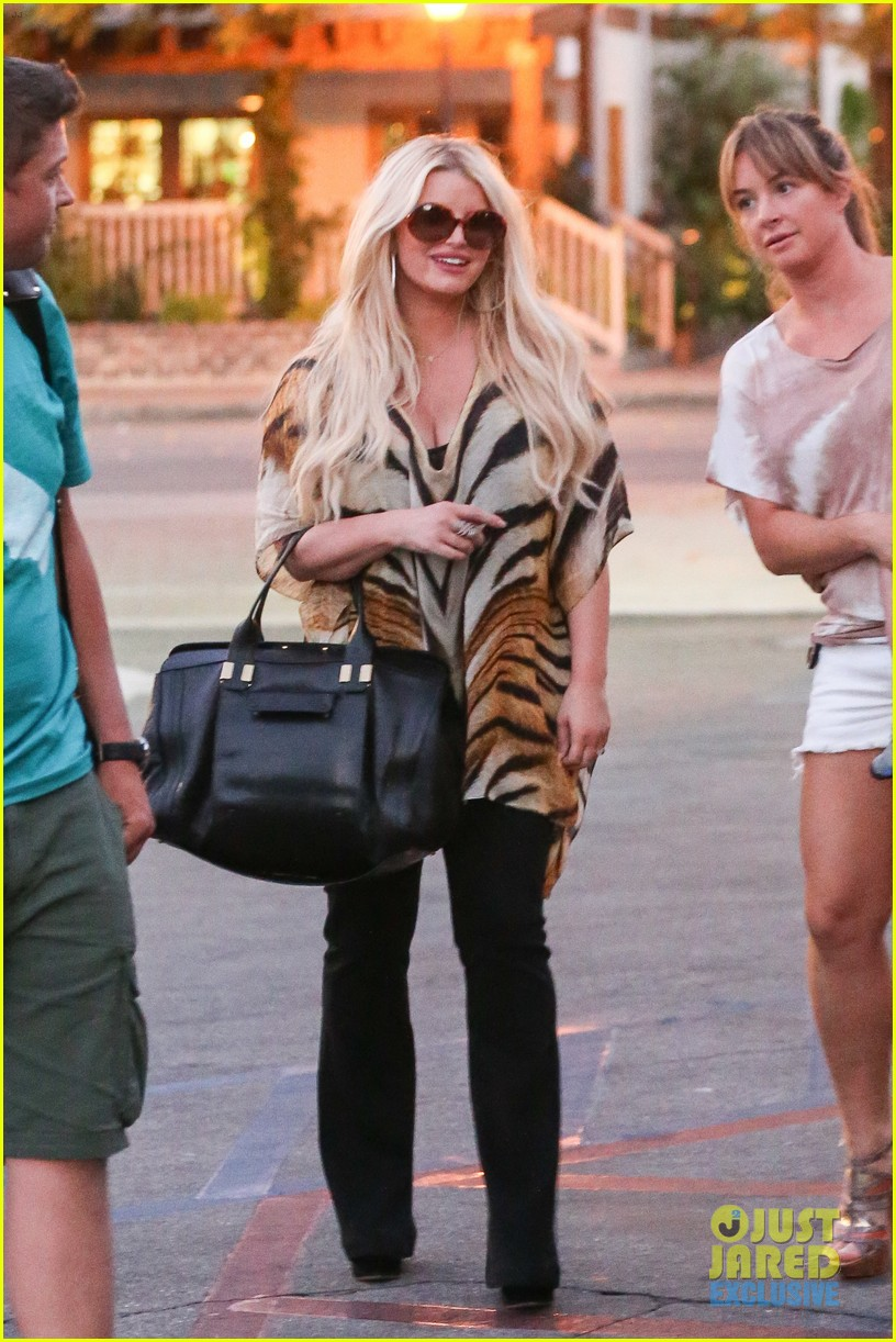 jessica simpson steps out after debuting baby aces first