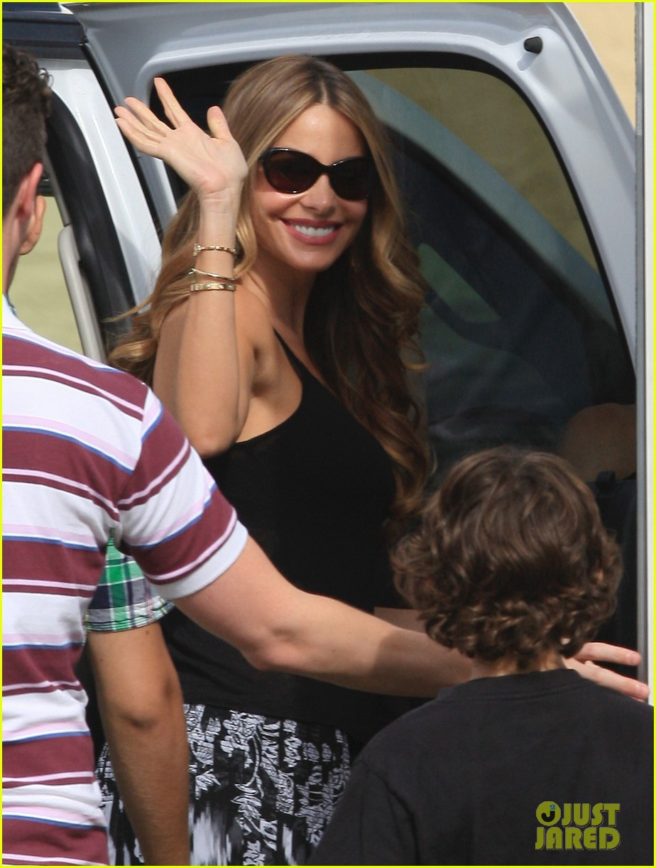 sofia vergara films chef in miami 48