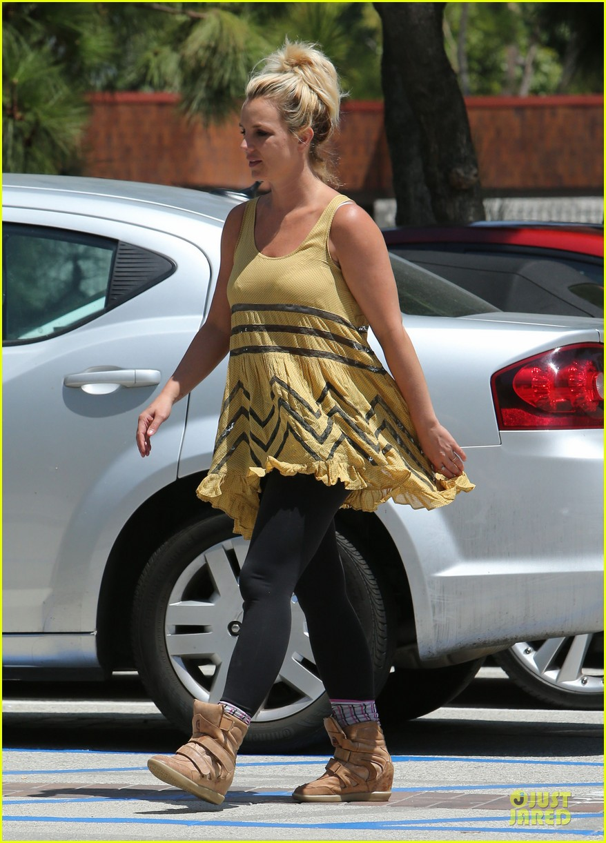 britney spears channels spirit gangster for shopping trip 02
