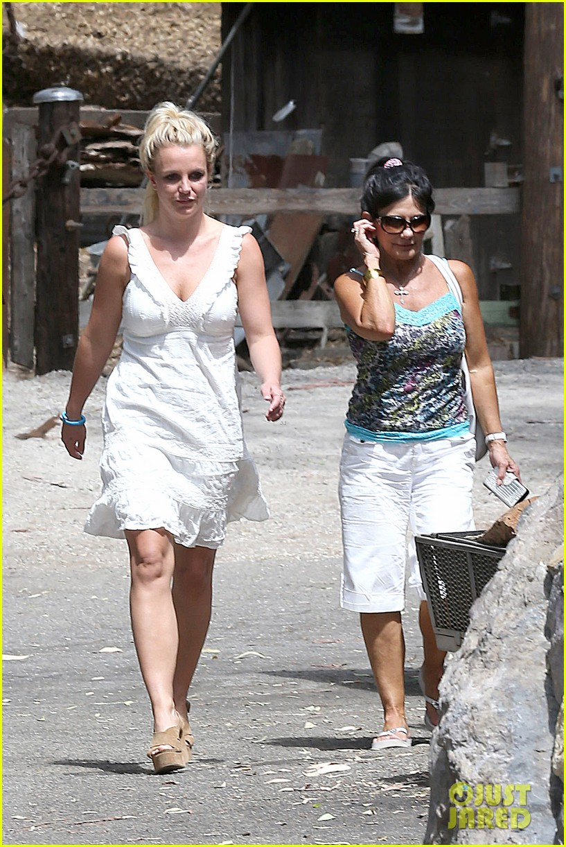 britney spears lunches with david lucado mom lynne 04
