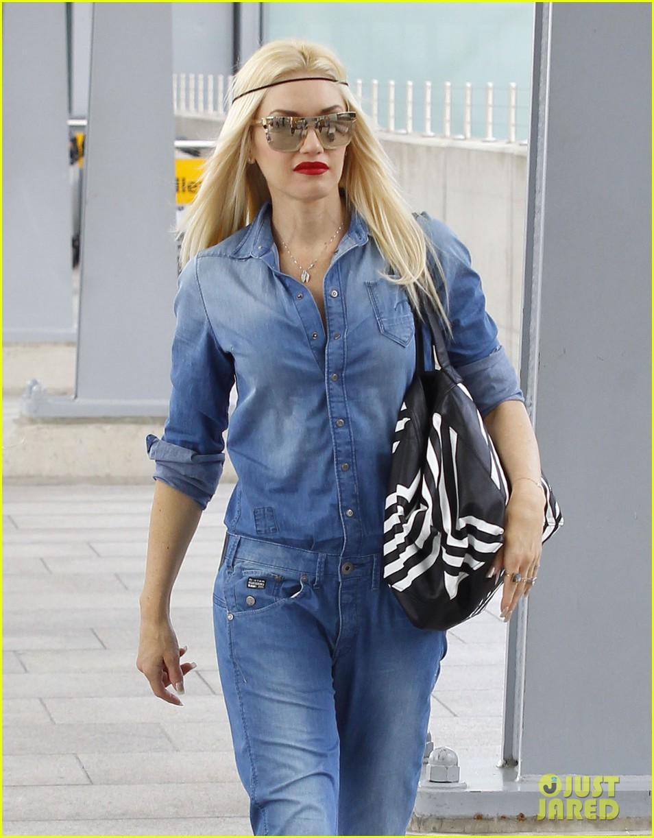 gwen stefani rocks all denim for departing family flight 022936238