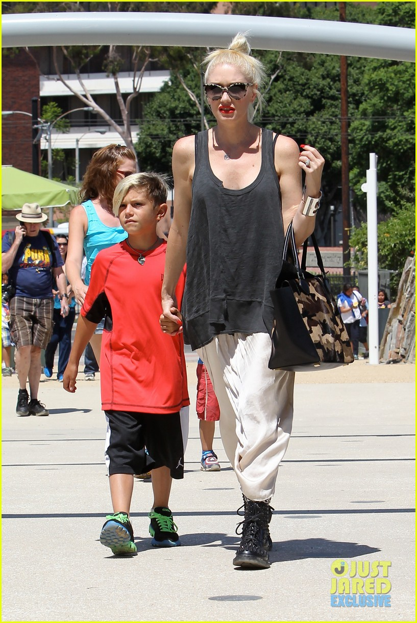 gwen stefani gavin rossdale hold hands for hugos lunch date 10