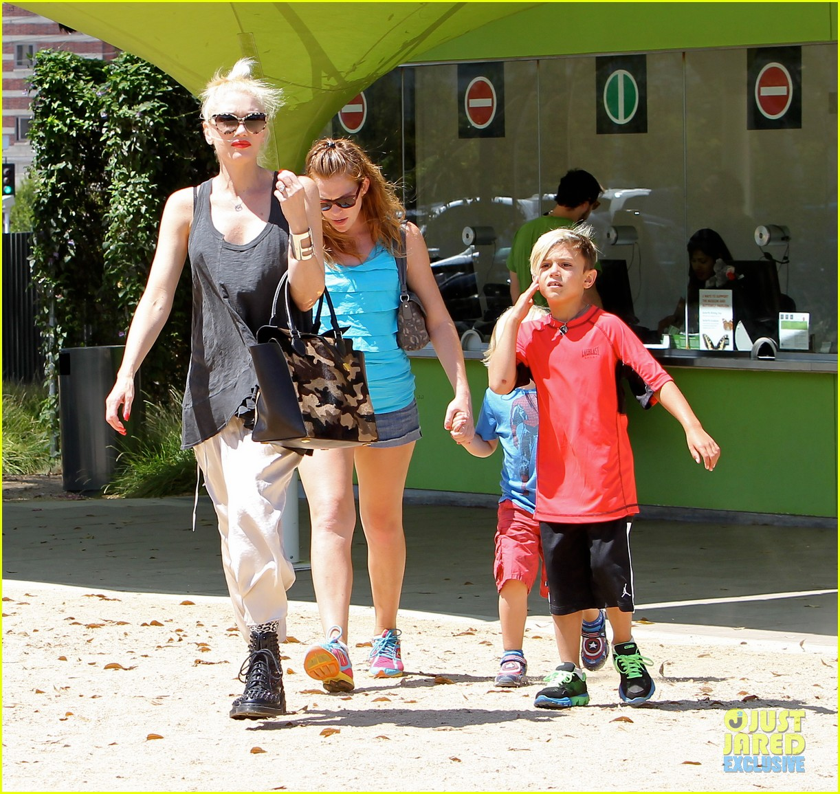 gwen stefani gavin rossdale hold hands for hugos lunch date 12