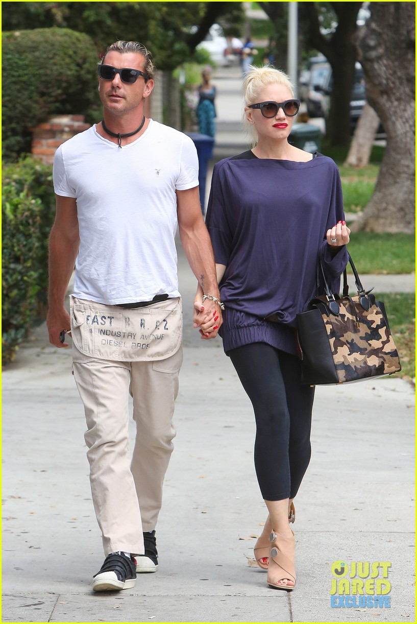 gwen stefani gavin rossdale hold hands for hugos lunch date 182940244