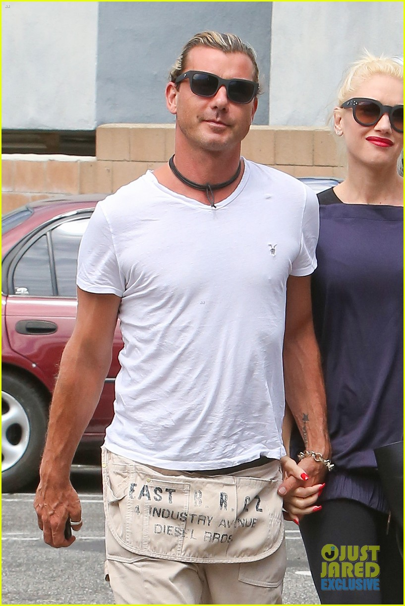gwen stefani gavin rossdale hold hands for hugos lunch date 20