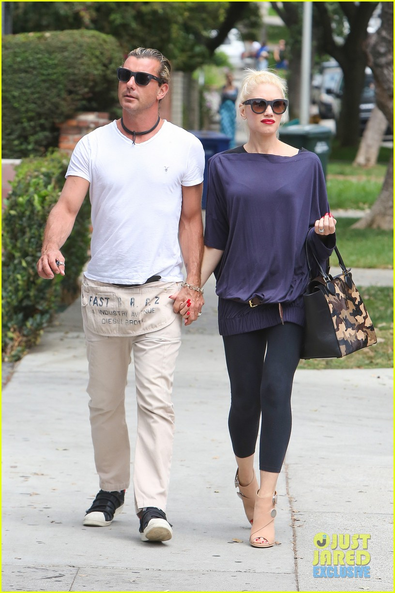 gwen stefani gavin rossdale hold hands for hugos lunch date 25