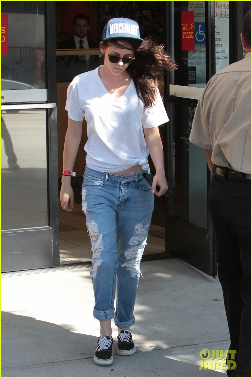 kristen stewart is a mercenary at the bank 052930934