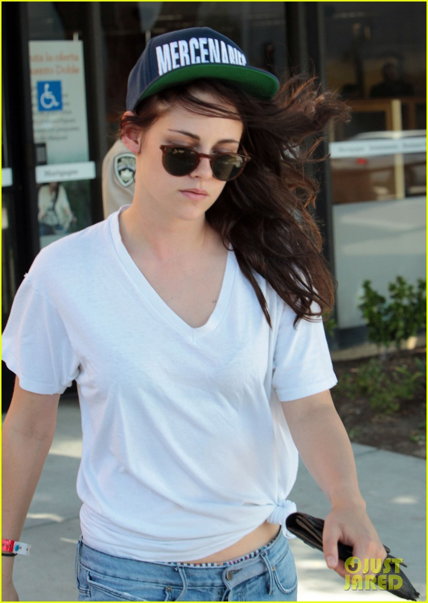 kristen stewart is a mercenary at the bank 14