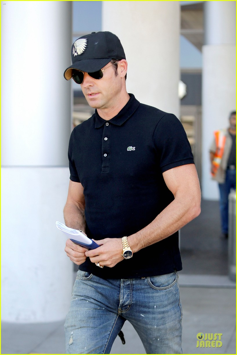 justin theroux immigration and border patrol office at lax 02