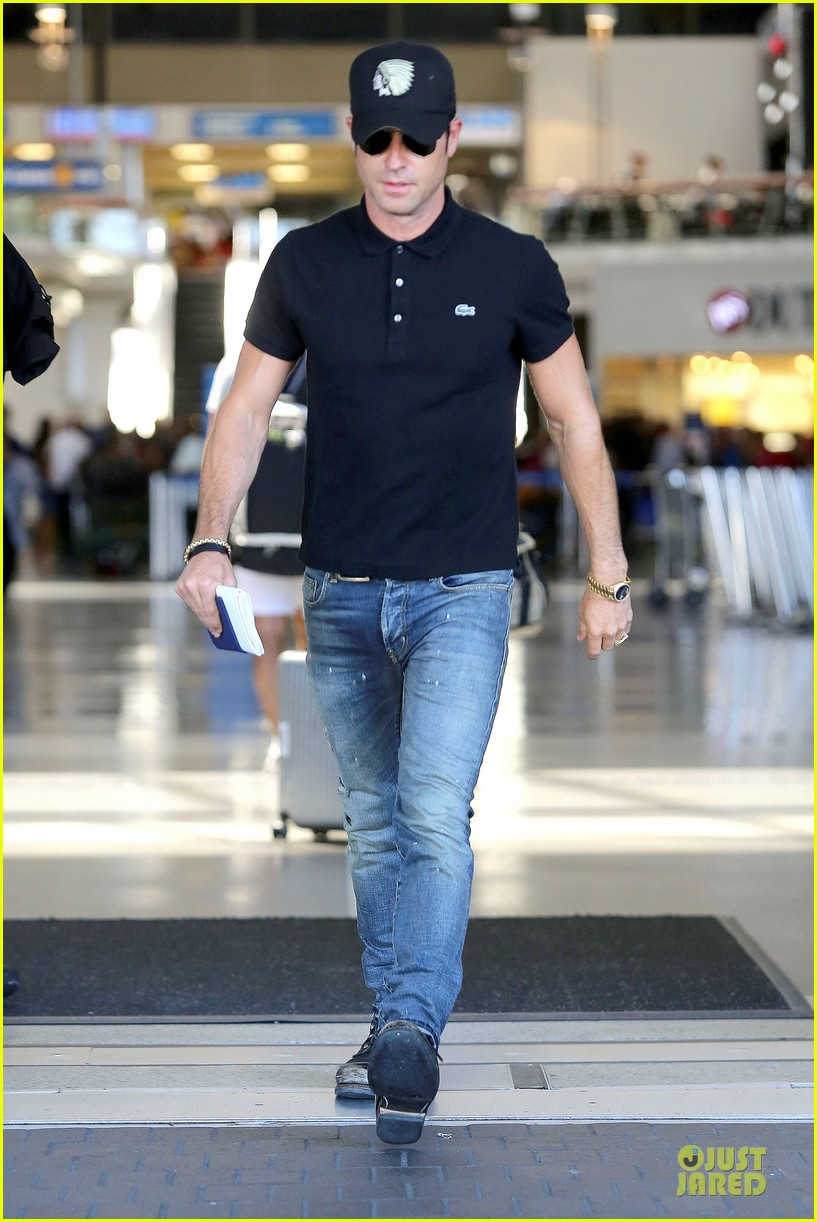 justin theroux immigration and border patrol office at lax 082939070