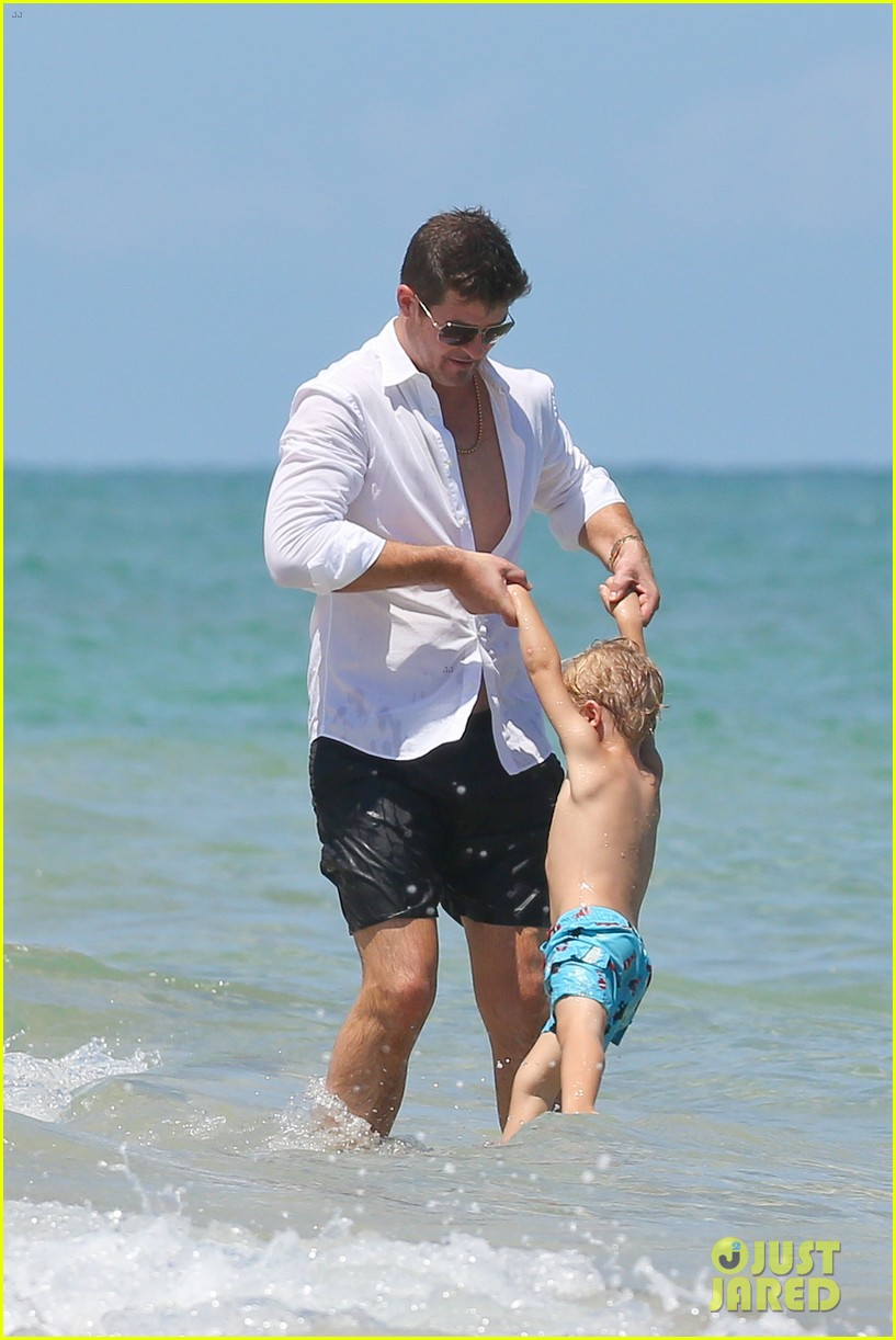 robin thicke paula patton beach day with julian 11