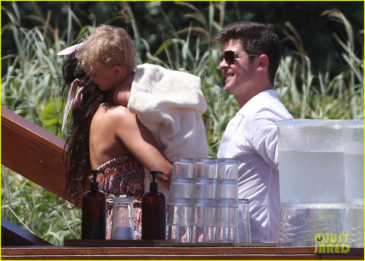 robin thicke paula patton beach day with julian 192940345