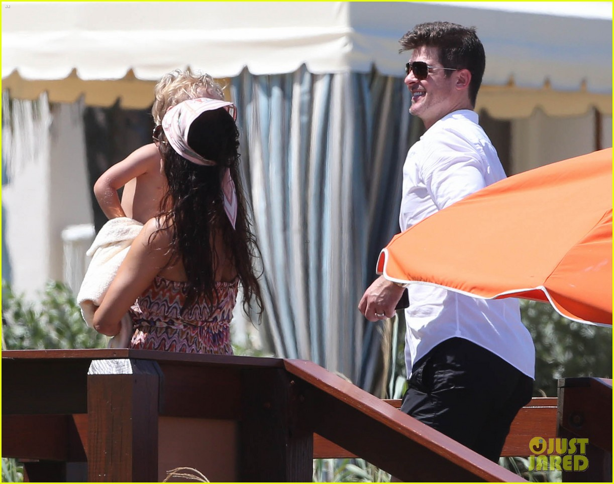 robin thicke paula patton beach day with julian 23