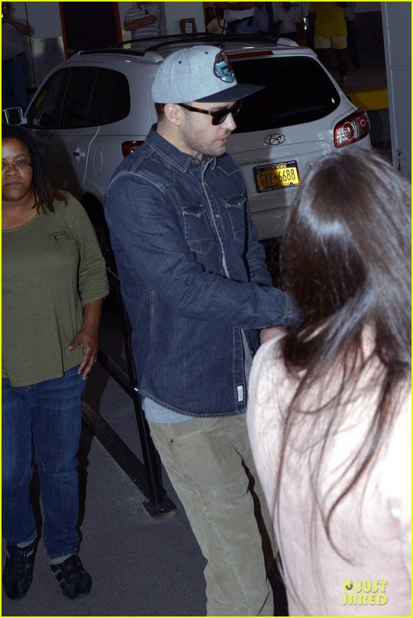 justin timberlake steps out after defending miley cyrus 07