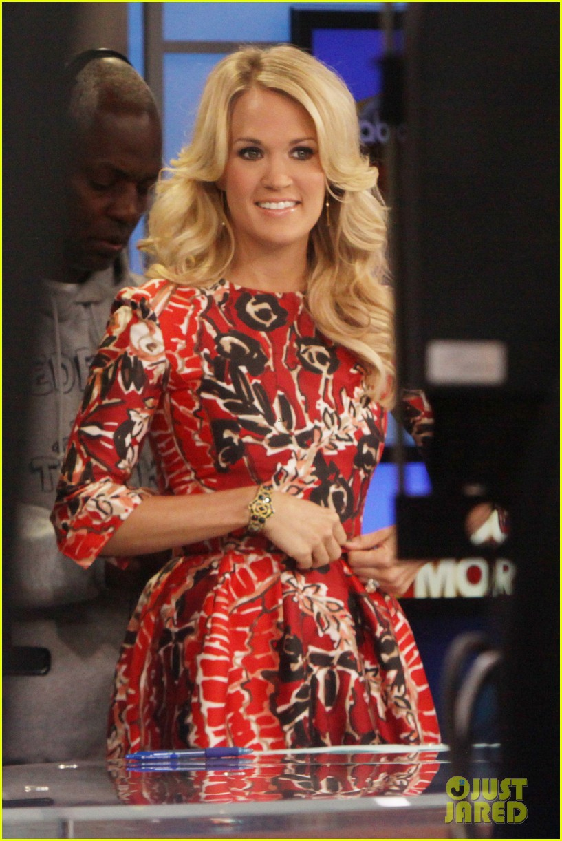 carrie underwood delivers pop news on gma 01