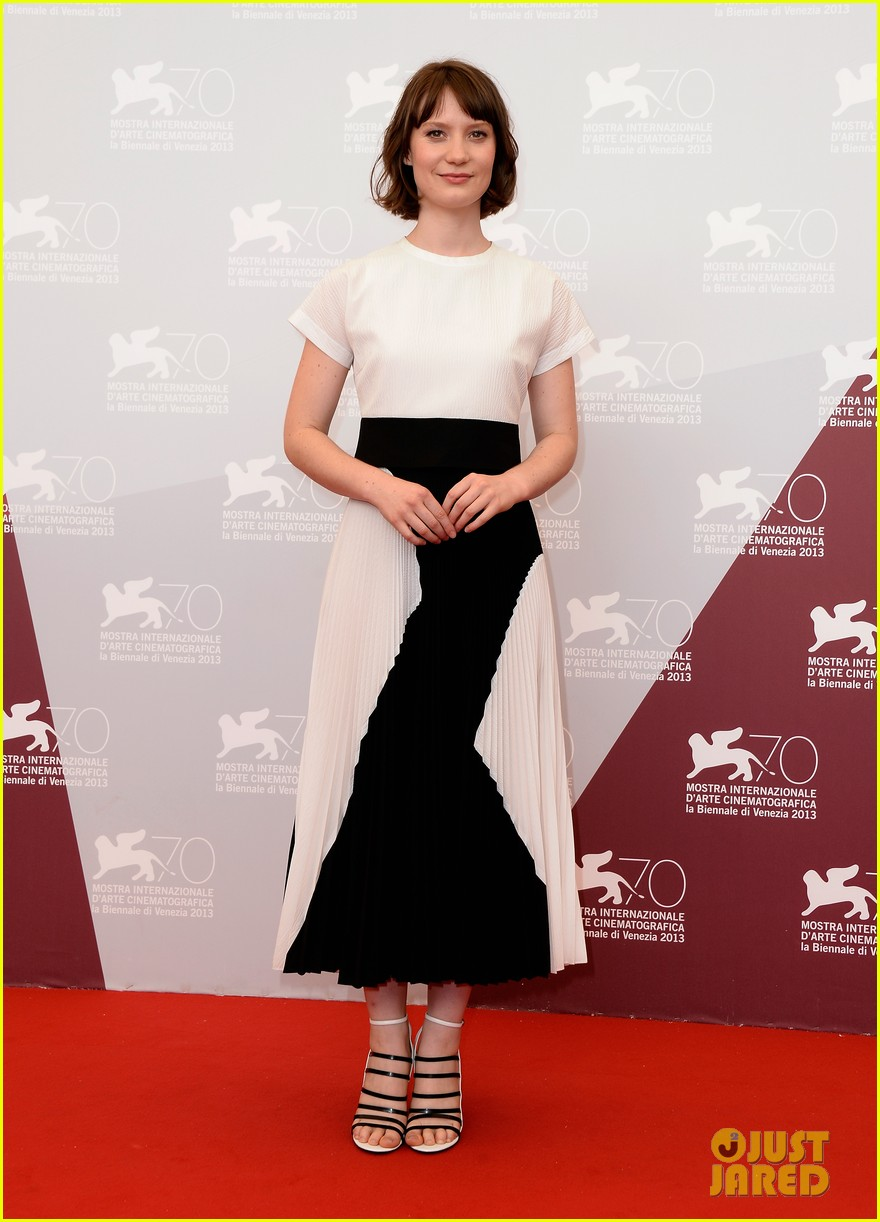 mia wasikowska tracks venice photo call 012940047