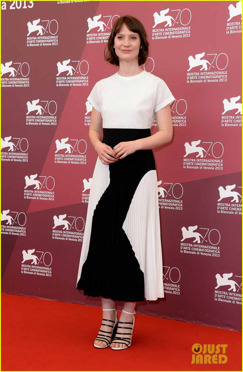 mia wasikowska tracks venice photo call 09