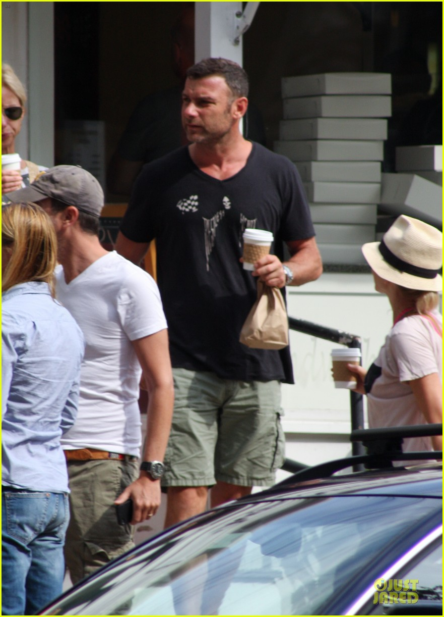 naomi watts liev schreiber stop for coffee with bob 02