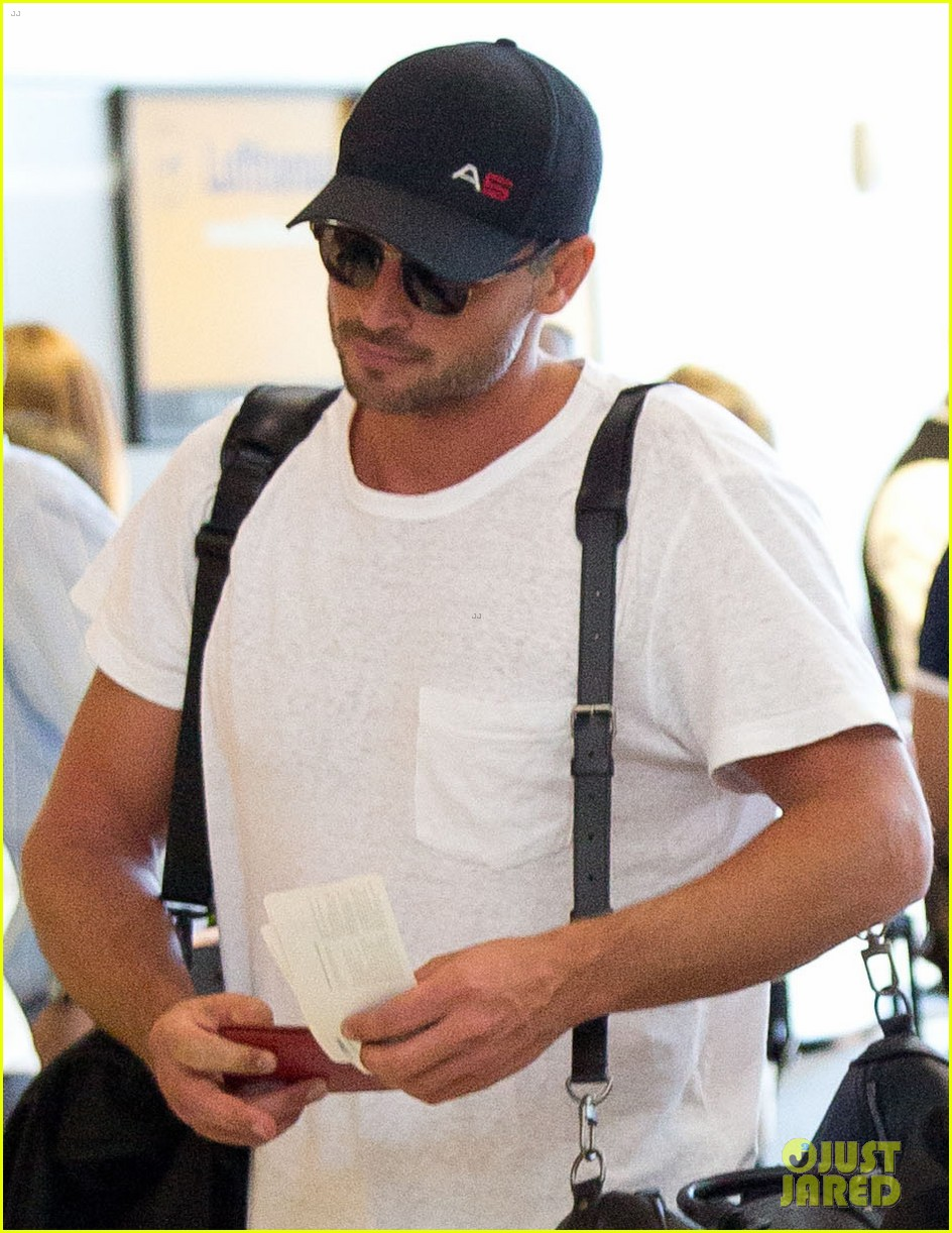 tom welling makes rare appearance at lax 02